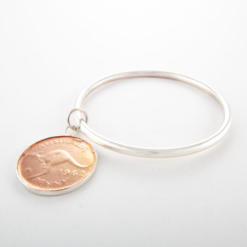 Our Sterling Silver Penny Bangle. Shown here, with a beautiful 2-tone rose gold plated coin face. As well as an amazing 925 sterling bangle. Creating a stunning 2-tone piece. In short, this makes for the ideal addition to any jewelry collection. Or as a gift for someone truly special.
